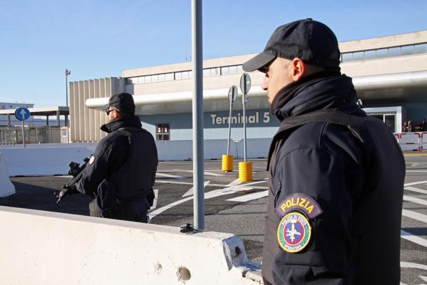 Da Istanbul con un passaporto falso, arrestato a Catania
