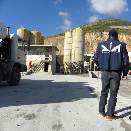 Sequestrato impianto di calcestruzzi ad Adrano