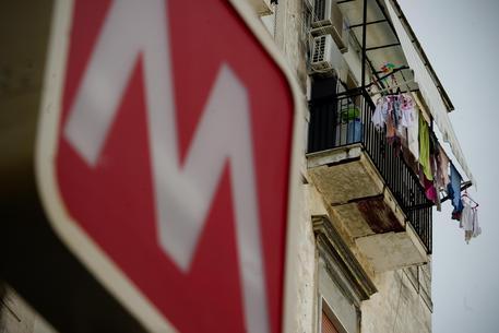 Principio di incendio nella metro di Napoli, evacuata