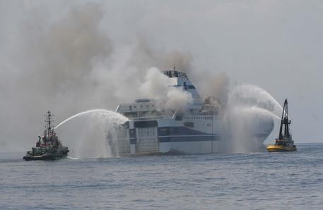 L'incendio del traghetto della Tirrenia da Napoli a Palermo, 3 a giudizio