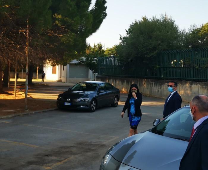 Palermo, il Ministro Azzolina in visita alla Falcone nel mirino di vandali: interventi per garantire sicurezza