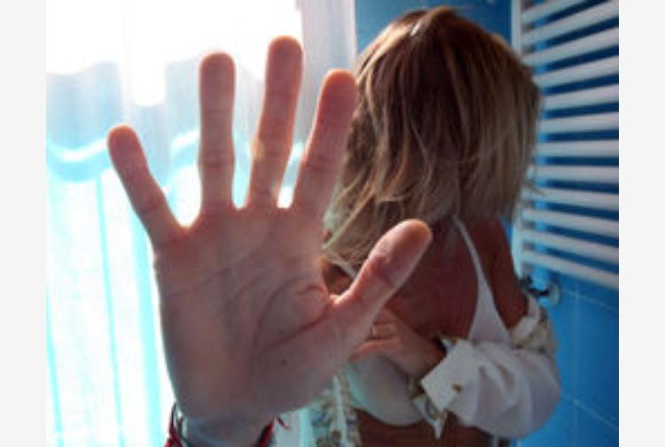 Biancavilla, entra in casa della ex compagna e la violenta: arrestato