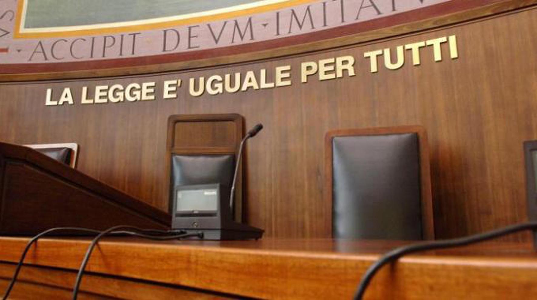 Corruzione: condannato un cancelliere del Tribunale di Siracusa a tre anni e otto mesi di reclusione