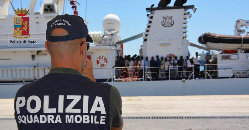Migranti, a Pozzallo una nave portoghese con 34 profughi