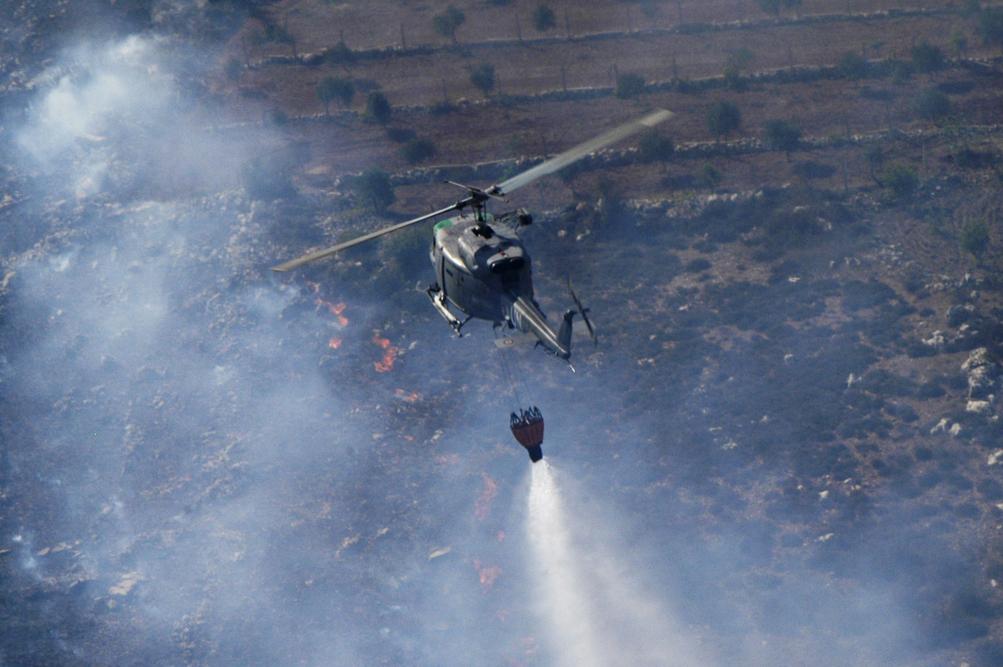 Incedi, a Carlentini anche un elicottero della Marina militare