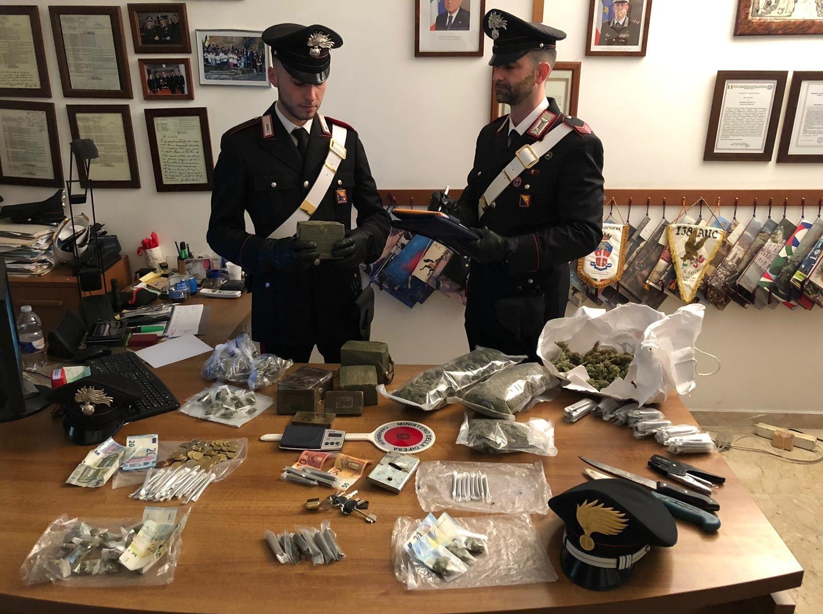 Oltre sei chili di droga allo Zen di Palermo, arrestato diciottenne
