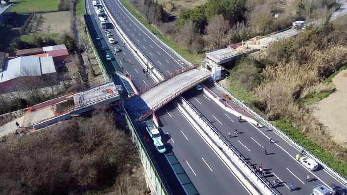 Il crollo del Ponte sull'autostrada A14, la Procura di Ancona chiede il rinvio a giudizio per 22