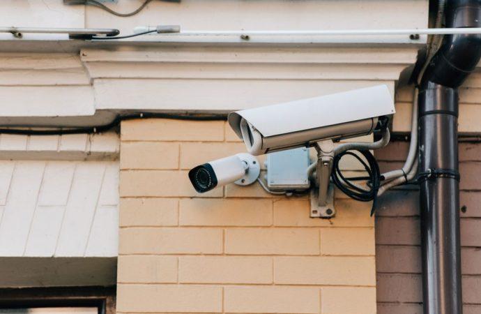 Ruba in una casa ad Avola, le telecamere lo incastrano