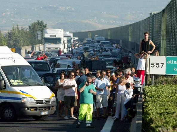 Incidente, sterminata intera famiglia sulla A1: 3 morti della provincia di Cosenza