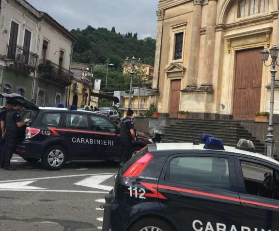 A 17 anni minaccia e perseguita l'ex, arrestato nel Catanese