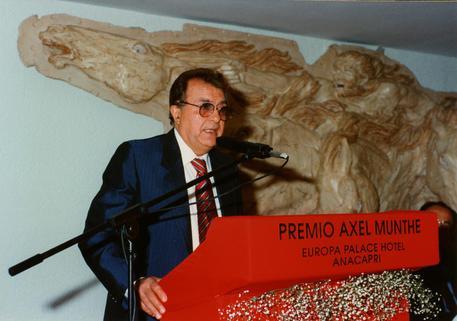 Morto a Napoli pioniere della fecondazione artificiale