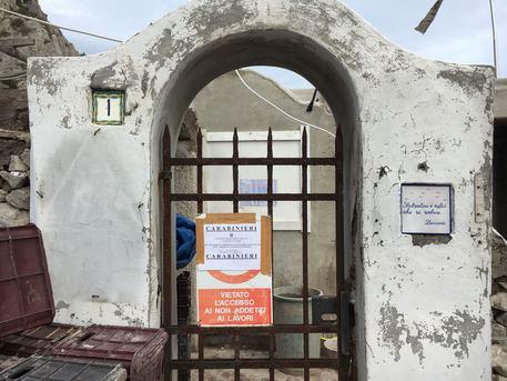 Abusivismo edilizio a Capri, scattano i sigilli in una villa
