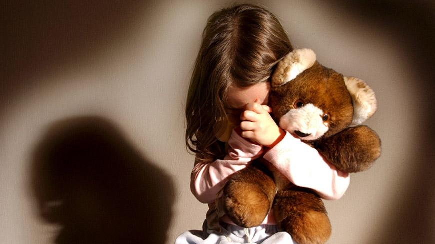 Caltagirone, violenta più volte i suoi figli minorenni: arrestato