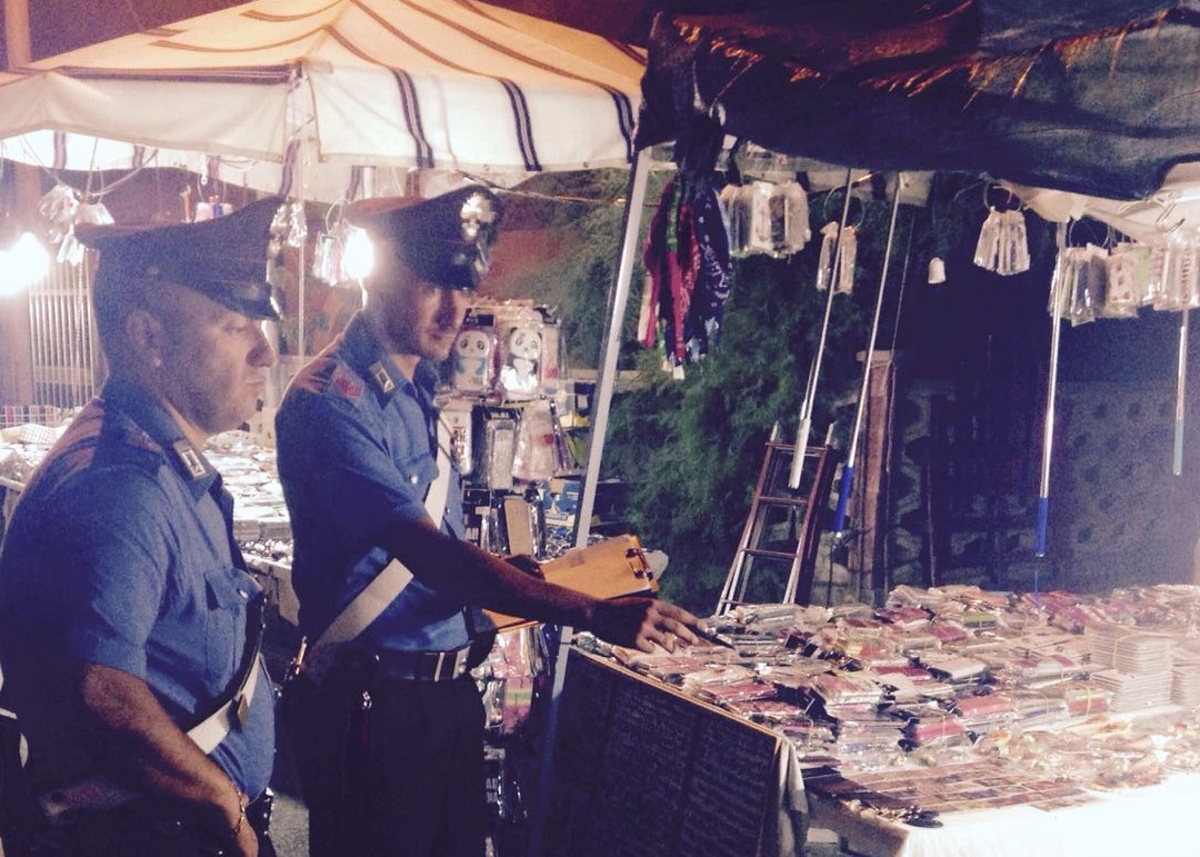 Marzamemi, lotta agli ambulanti abusivi: sequestrato un furgone e multa al titolare