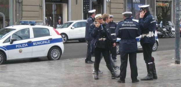 Abusivismo, sequestrata a Palermo una bancarella abbandonata