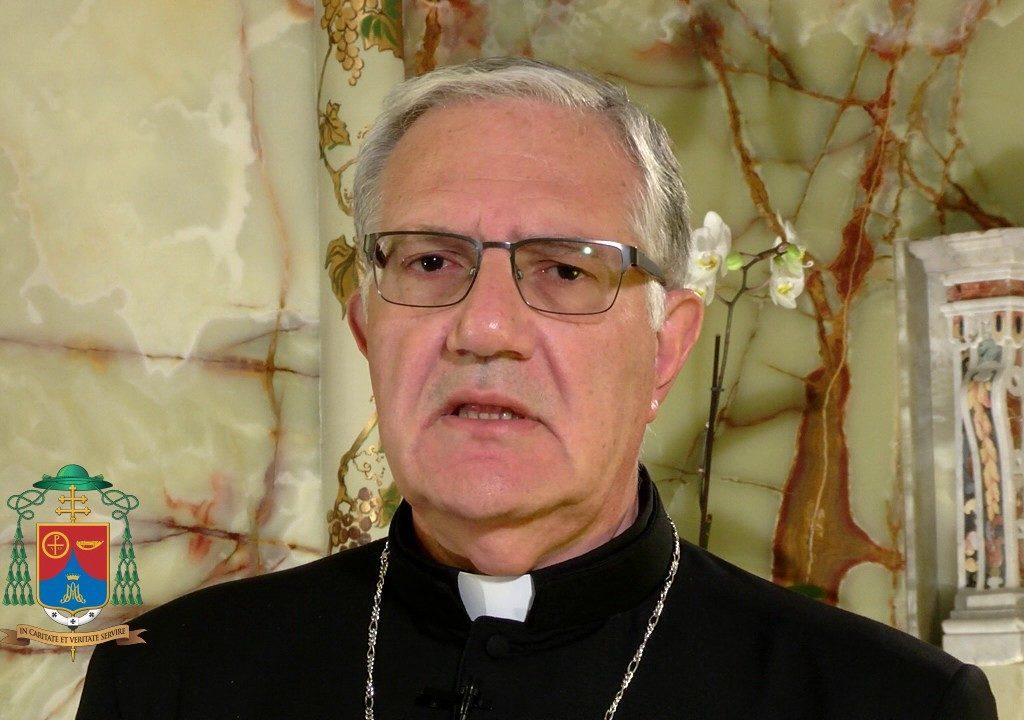 """Arcivescovo di Messina: """"Impegno di tutti per fare uscire la gente dalle baracche"""""""