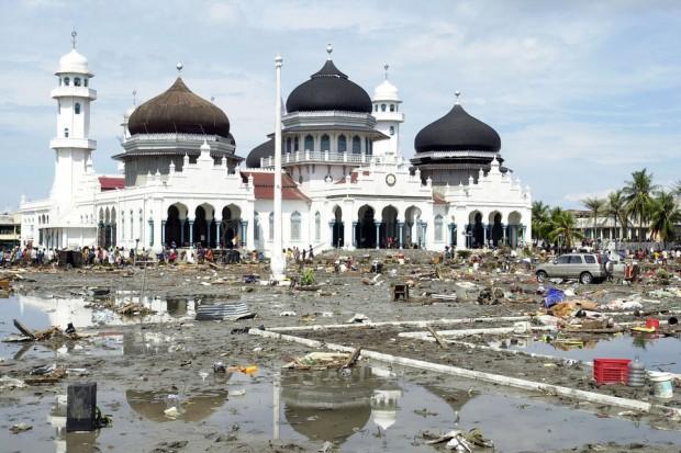 Transessuali rasati in Indonesia: sono contro natura umana