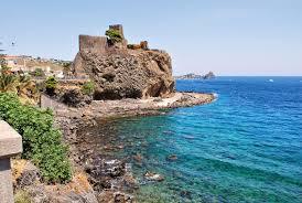 Torna a essere balneabile il mare di Aci Castello