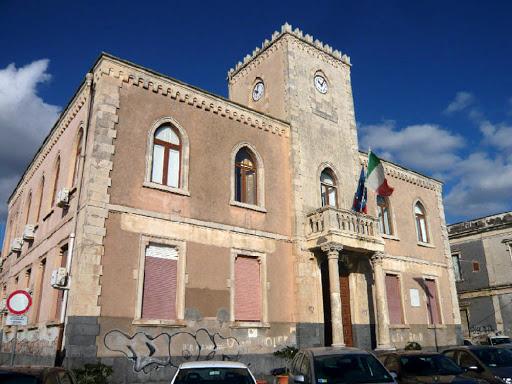 Al via i lavori di manutenzione al municipio di Aci Castello