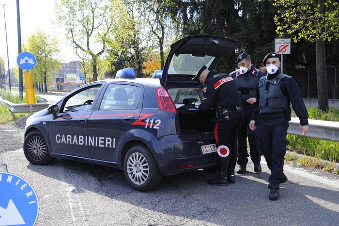 Invita i cittadini di Aci Catena ad assaltare i supermercati: denunciato