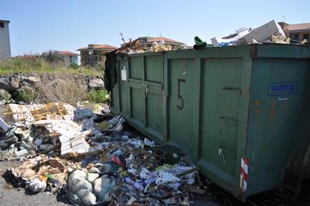 Smaltimento rifiuti, la polizia alla Tekra di Acireale