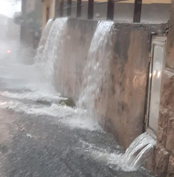 Acquazzoni a Ragusa e Modica, strade allagate e traffico in tilt