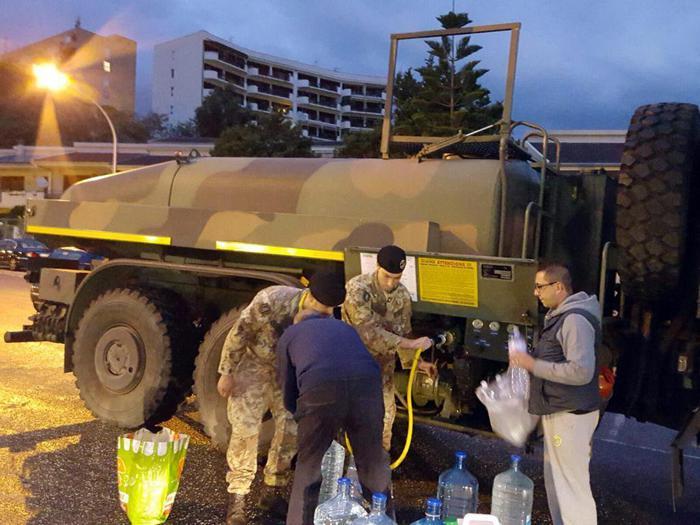 In fiamme i tubi dell'acqua, a Messina l'incubo dell'emergenza