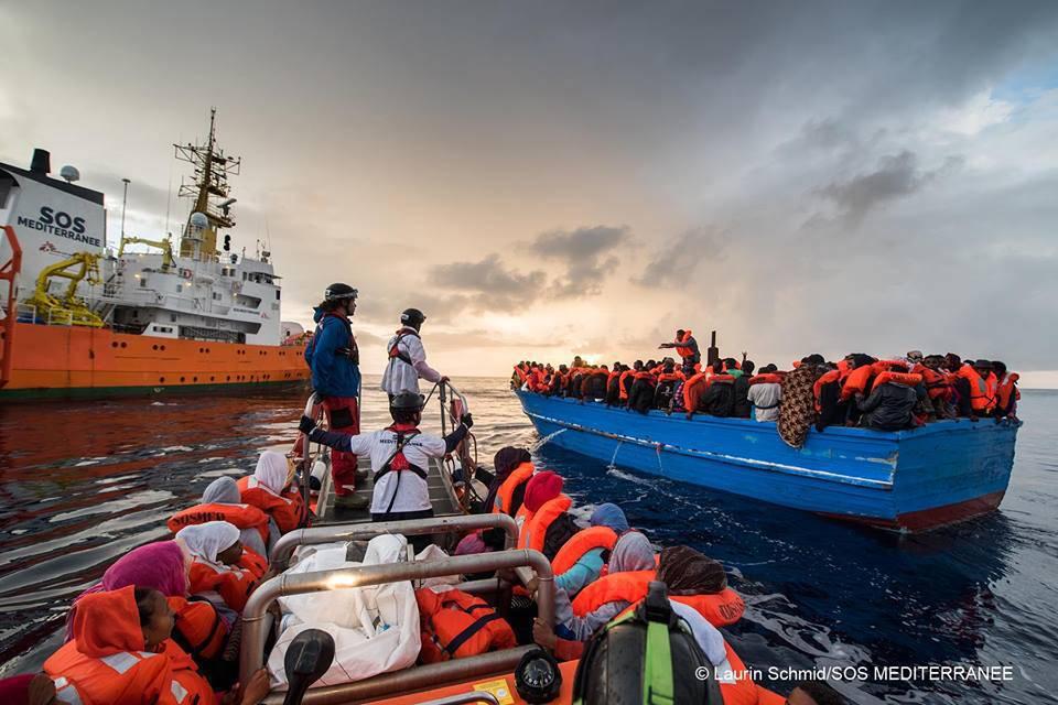 Soccorsi 1600 migranti, la metà domani arriverà ad Augusta