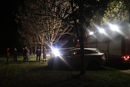 Saronno, uomo trovato morto nel parco del Lura: ucciso a coltellate