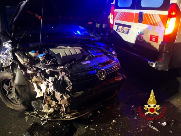 Auto contro ambulanza sulla Catania-Adrano: feriti medico e infermiera del 118
