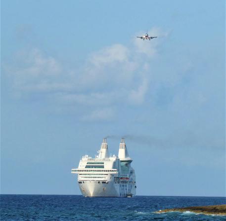Mare mosso a Lampedusa, slitta trasbordo dei migranti
