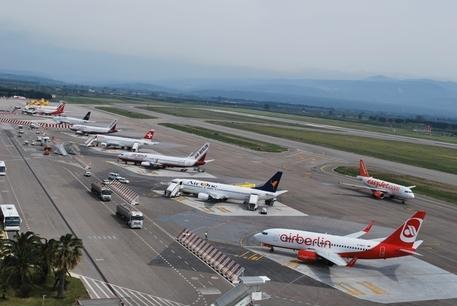 Inchiesta sull'aeroporto di Lamezia: sei sospesi dalle cariche pubbliche