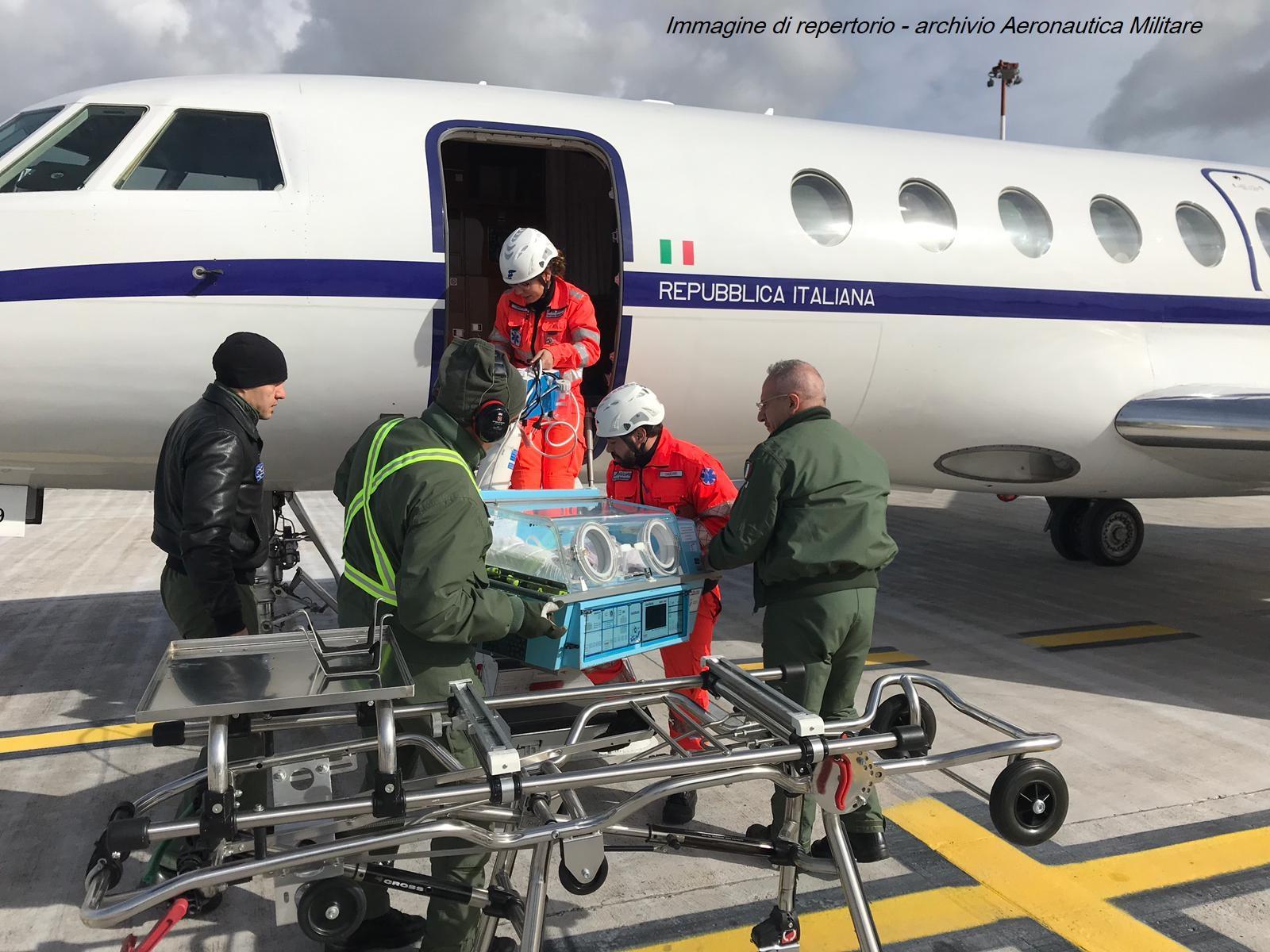 Neonata di Catania  in pericolo di vita trasportata dall'Aeronautica a Genova