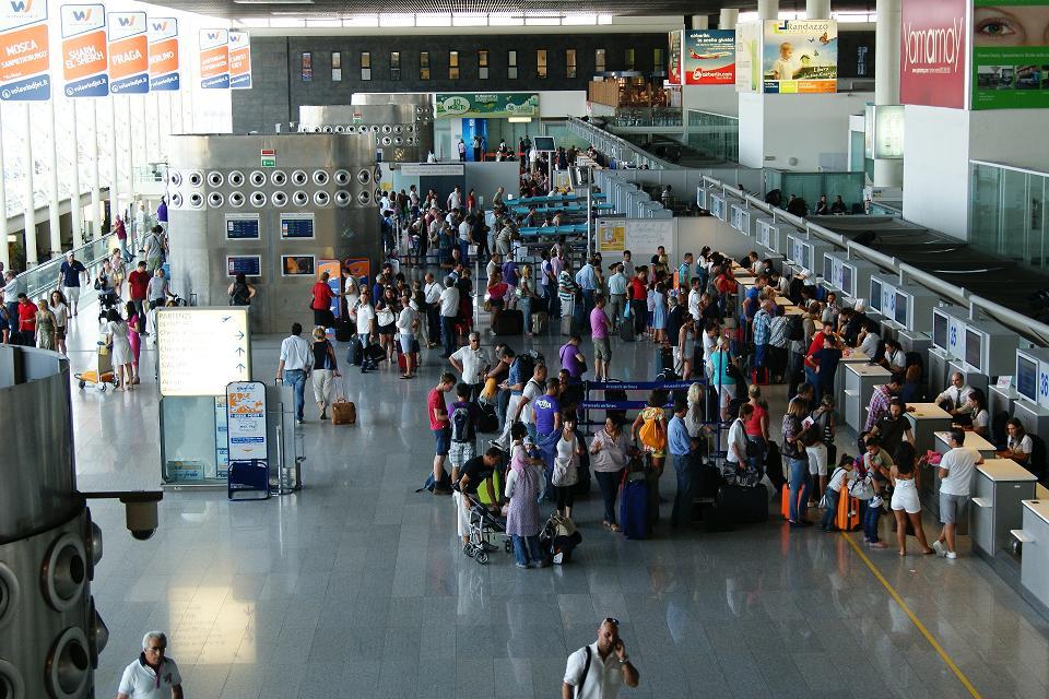 Un'esplosione semina paura all'aeroporto di Catania, era stato un gioco di uno studente