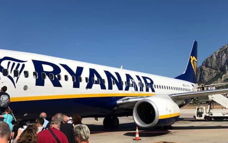 Volatile nel motore di un aereo, il mezzo rientra a Palermo