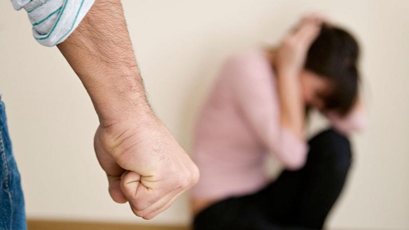 Catania, botte alla moglie la costringeva a rapporti con estranei: arrestato