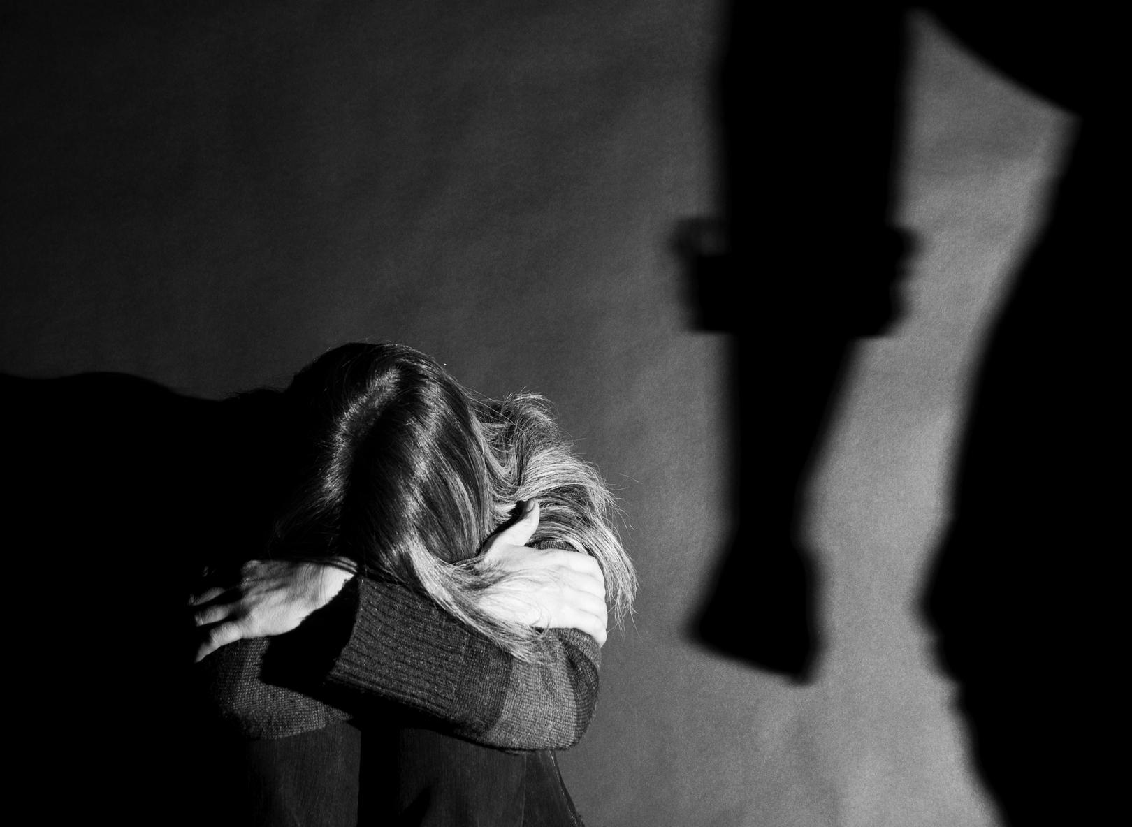 Fisioterapista di Siracusa picchia la moglie e finisce ai domiciliari