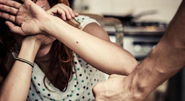 Aggredisce la moglie in una struttura protetta a Palermo, arrestato