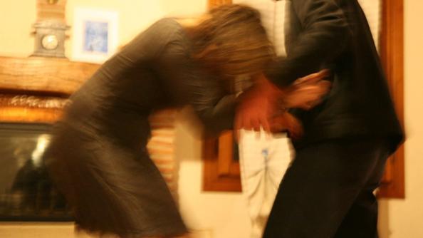 Catania, picchia la moglie in presenza del figlioletto: arrestato