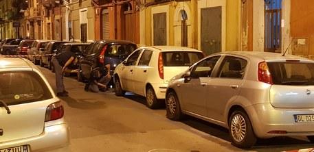 Agguato in strada a Bari, sparati almeno quattro colpi di pistola