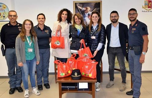 Ragusa, volontari Aism in Questura per sostenere la ricerca contro la sclerosi multipla