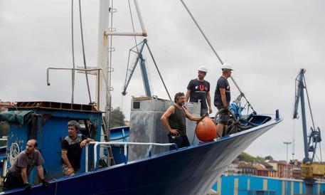 'Aita Mari' con 78 migranti  in navigazione verso Pozzallo: sbarco autorizzato