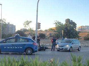 Siracusa, scontro tra un'auto ed una moto: una persona ferita