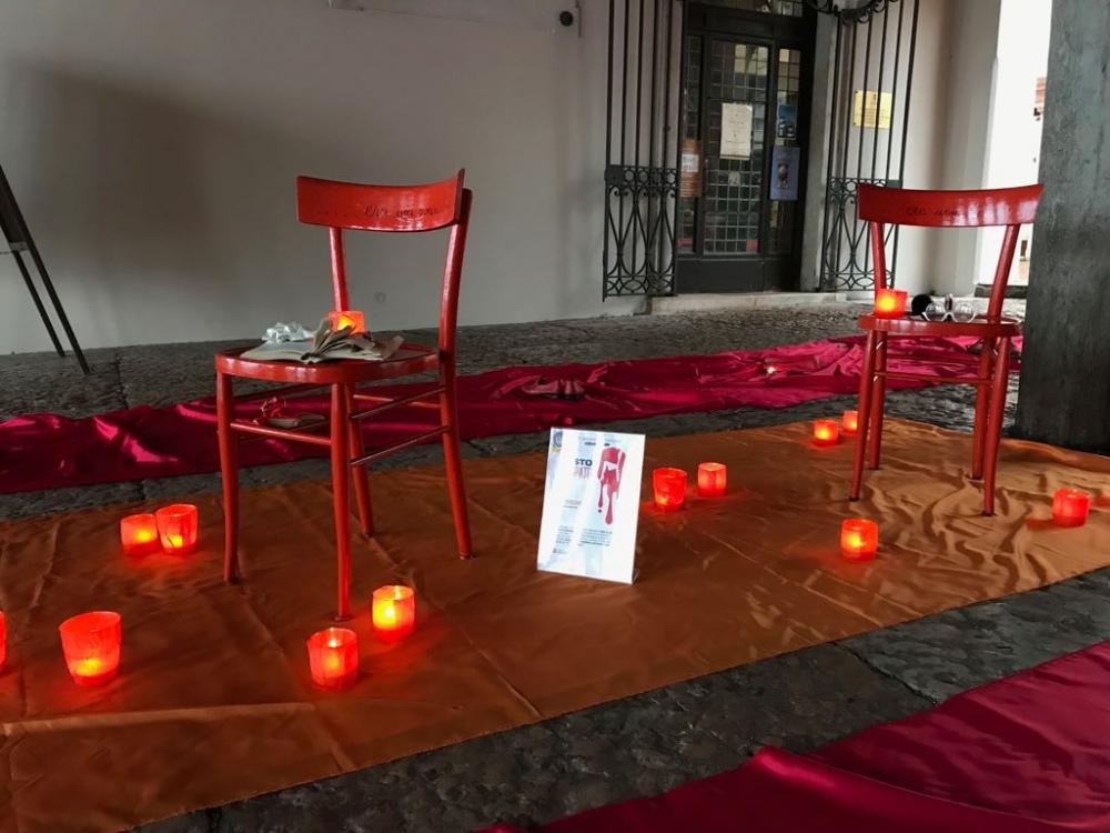 Al Tribunale di Ragusa una sedia rossa contro la violenza sulle donne
