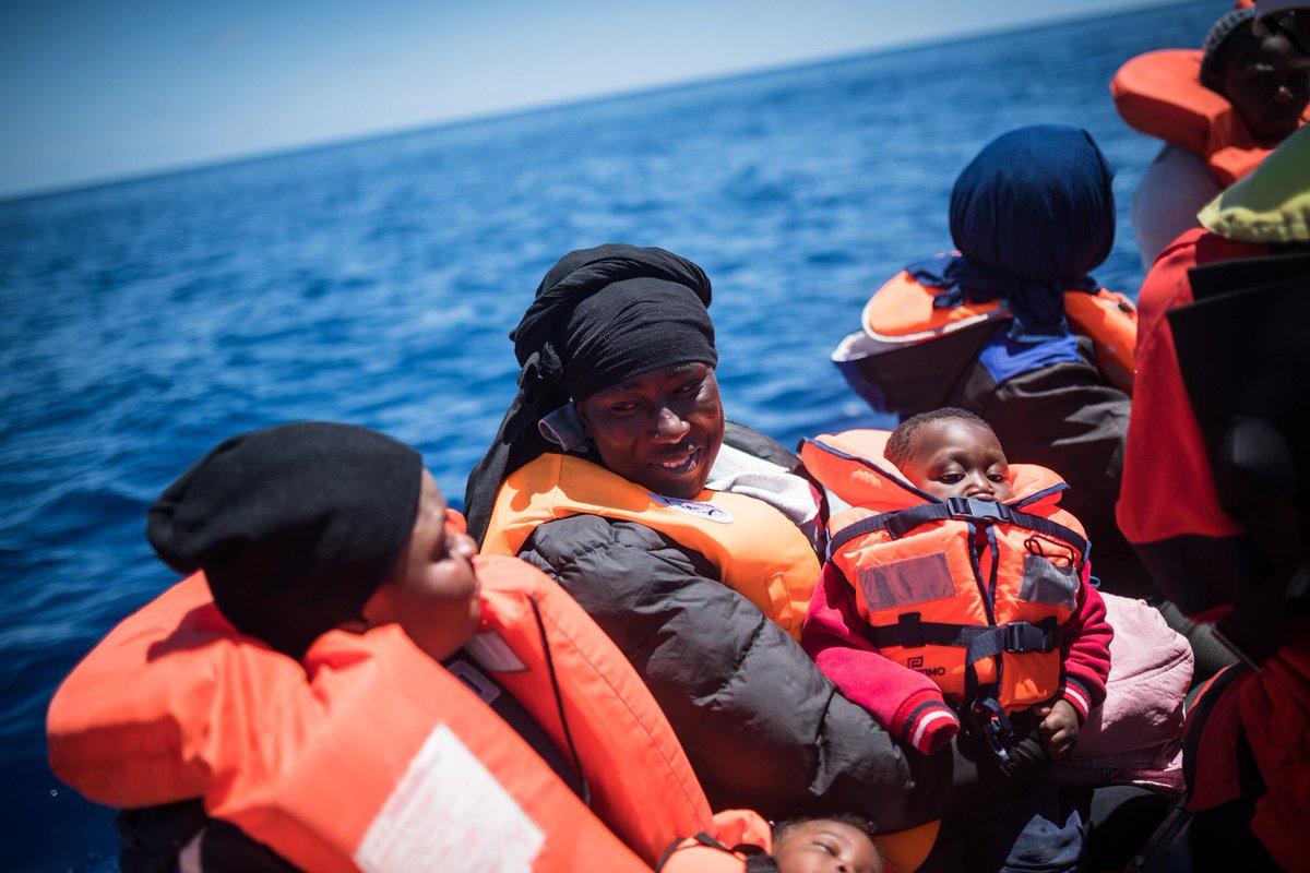Alan Kurdi con 65 migranti punta su Lampedusa, è sfida al governo