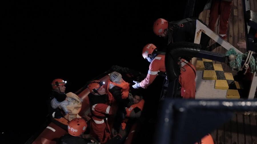 Cinquecento migranti su 2 navi dell'Ong, la Alan kurdi a largo di Siracusa