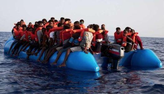 Alarm Phone segnala 360 migranti in difficoltà vicino a Lampedusa