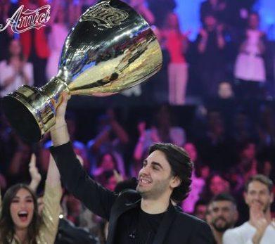 Tv, il tenore Alberto Urso  di Messina è il vincitore di 'Amici' 2019