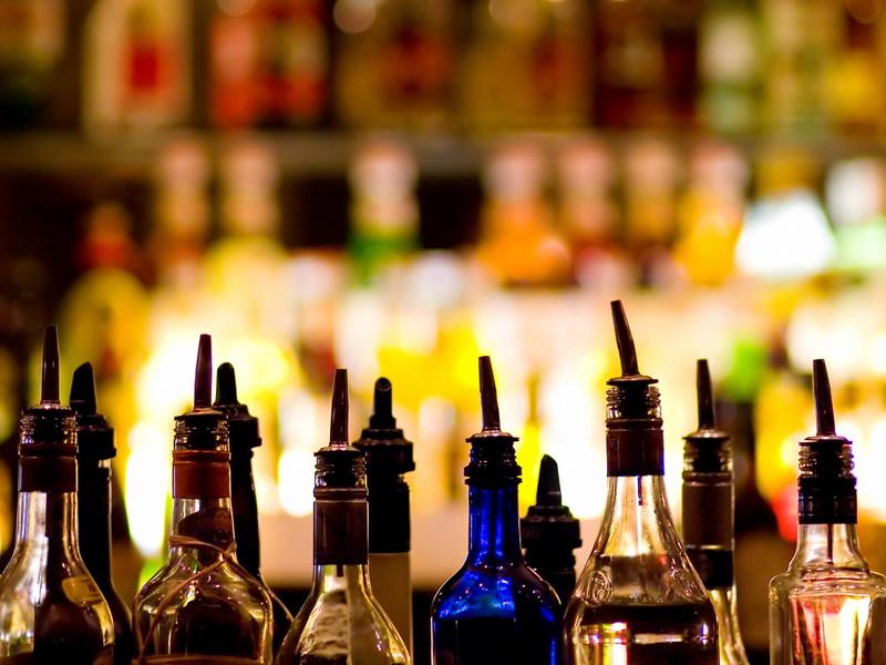 Palermo, bambina di 8 anni vendeva alcolici: chiuso il locale
