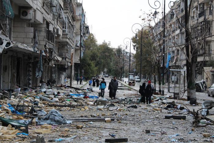 Siria, evacuati i primi feriti da Aleppo